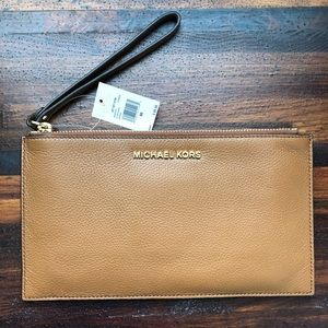 Micahel Kors Jet Set Lg zip clutch leather
